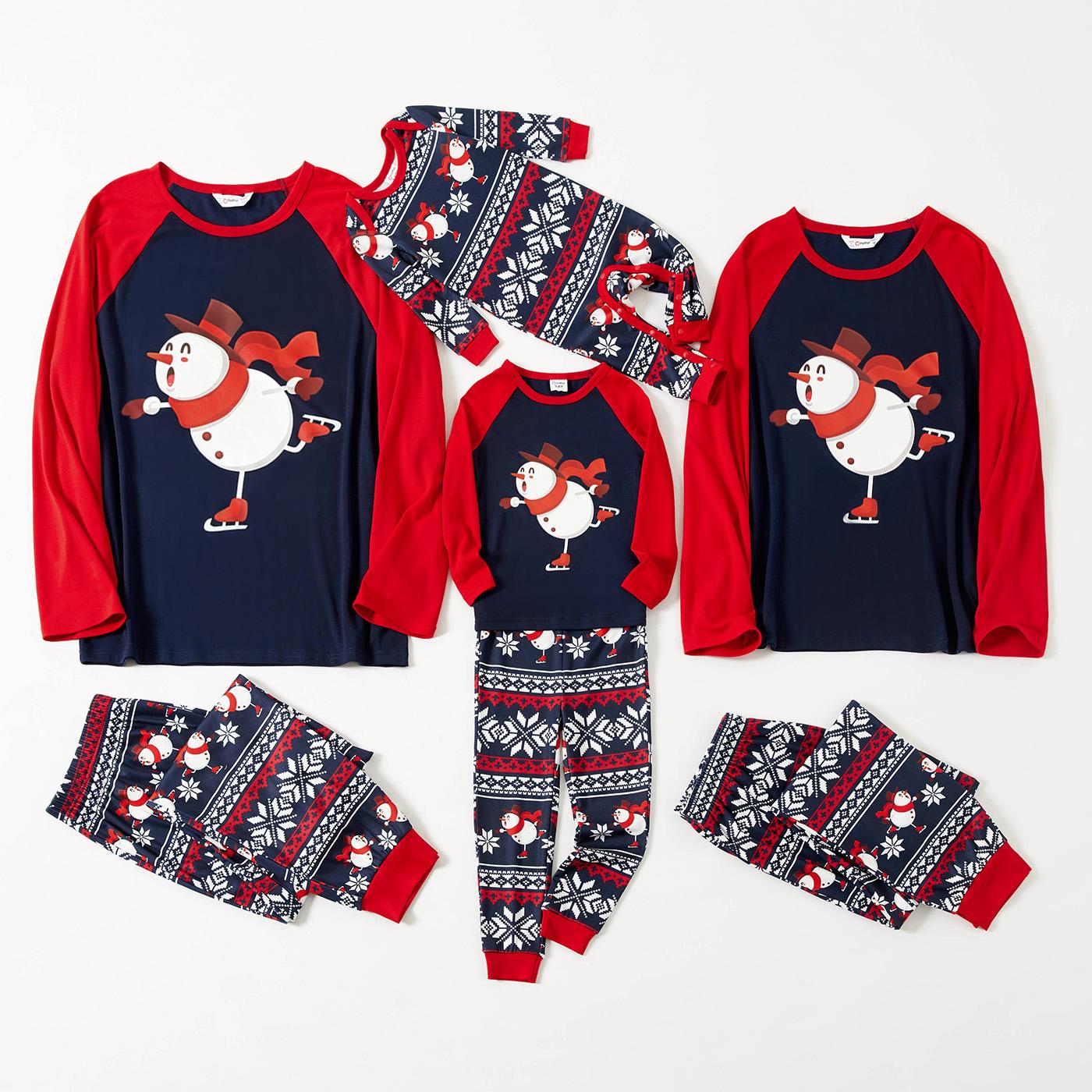 Famille d'impression de bonhomme de neige de dessin animé de noël correspondant à des ensembles de pyjamas à manches longues raglan rouges